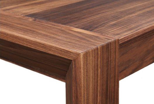 Alessia – Esstisch aus Massivholz in Nussbaum von COMNATA Esstisch
