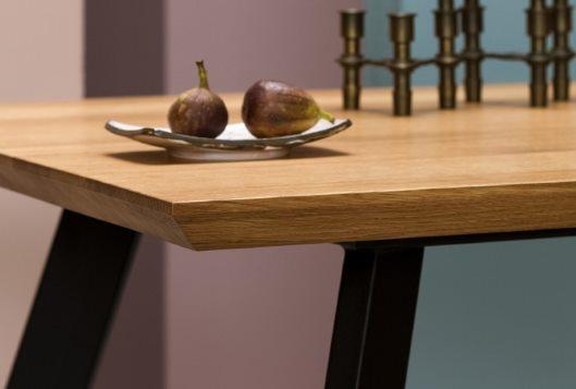 Tidaholm – Esstisch mit Tischplatte aus Massivholz