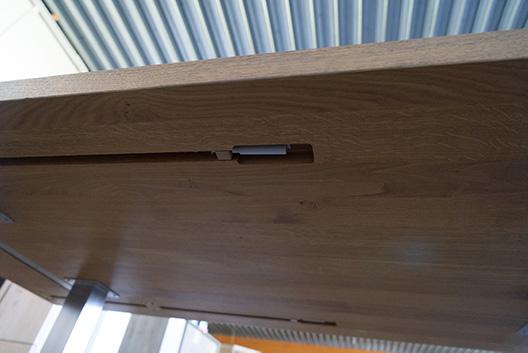 Tischplatte des Wangentischs Elmo von unten