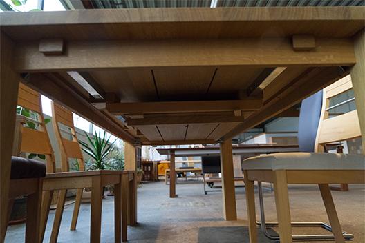 Massivholztisch Ben aus Eiche mit Ansteckplatte von unten