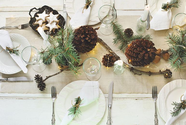 Schlichte Tischdeko für die Weihnachtstafel