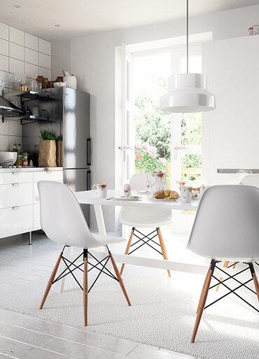 Esstisch im skandinavischen Design aus Massivholz für Esszimmer und Küche