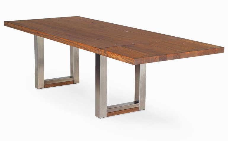 Esstisch mit angebrachter Ansteckplatte